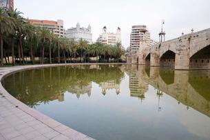 Puente del Mar, water, reflection, Valencia, Costa del Azaharの写真素材 [FYI03779509]