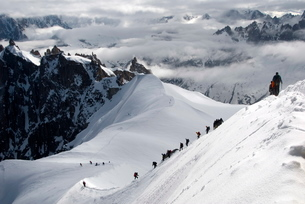 Mountaineers and climbers, Mont Blanc range, French Alpsの写真素材 [FYI03779620]