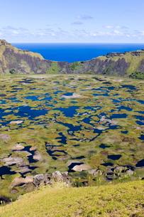 Crater of Ranu Kau, Rapa Nui (Easter Island)の写真素材 [FYI03779707]