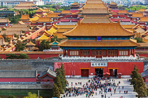 The Forbidden City in Beijing looking South taken from the viewing point of Jingshan Park, Beijingの写真素材 [FYI03779739]