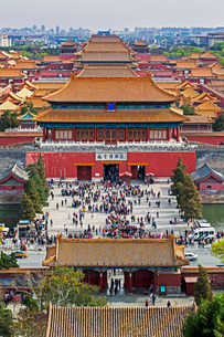 The Forbidden City in Beijing looking South taken from the viewing point of Jingshan Park, Beijingの写真素材 [FYI03779747]
