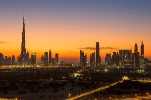 Dubai skyline, the Burj Khalifa, modern architecture and skyscrapers on Sheikh Zayed Road, Dubai, Unの写真素材 [FYI03779757]