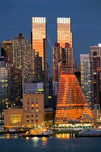 Midtown Manhattan across the Hudson River, New York'の写真素材 [FYI03779772]