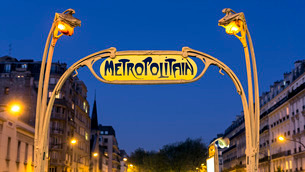 Art deco Metropolitain (subway) sign, Parisの写真素材 [FYI03779802]