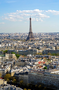 Elevated view over the city with the Eiffel Tower in the distance, Parisの写真素材 [FYI03779803]