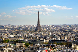 Elevated view over the city with the Eiffel Tower in the distance, Parisの写真素材 [FYI03779805]