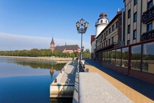 Cathedral and Fish Village, a modern housing, hotel and restaurant development, Kaliningrad (Konigsbの写真素材 [FYI03779857]