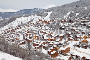 Chalets and hotels in Meribel ski resort in the Three Valleys (Les Trois Vallees), Savoie, French Alの写真素材 [FYI03779910]