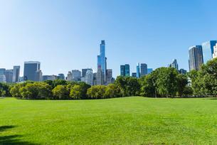Skyscrapers bordering Central Park, Manhattan, New York City, New York'の写真素材 [FYI03780140]