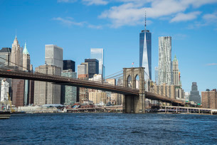 Brooklyn Bridge and Lower Manhattan skyscrapers including One World Trade Center, New York City, Newの写真素材 [FYI03780207]