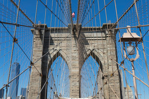 Brooklyn Bridge detail, Brooklyn, New York City, New York'の写真素材 [FYI03780214]