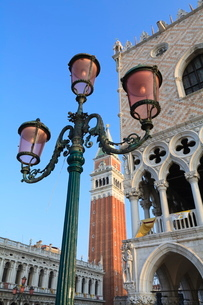 The Campanile and Doge's Palace, St. Mark's Square, Venice, Venetoの写真素材 [FYI03780311]
