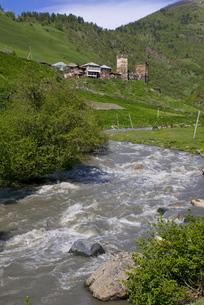 Little river running below a fortified mountain village, Svanetia, Georgia, Caucasusの写真素材 [FYI03780528]