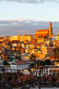 View over capital city at sunset, Antanarivo, Madagascarの写真素材 [FYI03780560]