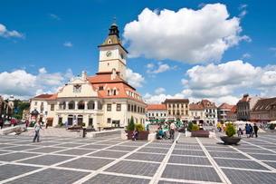 Brasov Council Square, Brasov, Transylvania, Romaniaの写真素材 [FYI03780628]