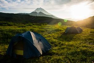 Camping below Vilyuchinsk volcano, Kamchatka, Russia, Eurasiaの写真素材 [FYI03780849]