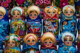 Russian dolls for sale as souvenirs in Kiev (Kyiv)raineの写真素材 [FYI03780896]