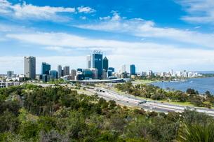 The skyline of Perth, Western Australiaの写真素材 [FYI03780897]