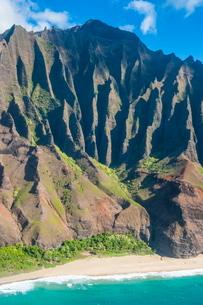 Aerial of the rugged Napali coast, Kauai, Hawaiiの写真素材 [FYI03780914]