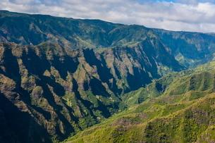 Aerial of the Waimea Canyon, Kauai, Hawaiiの写真素材 [FYI03780922]
