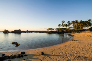 Sandy beach at Kikaua Point Park, Big Island, Hawaiiの写真素材 [FYI03780975]