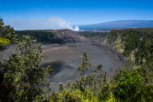 Volcanic crater before the smoking Kilauea Summit Lava Lake in the Hawaii Volcanoes National Park,,の写真素材 [FYI03780978]