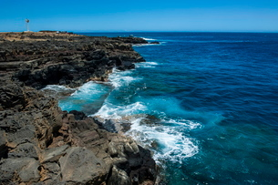 Rocky cliffs in Kalae, South Point, the southernmost point of Big Island, Hawaiiの写真素材 [FYI03780979]