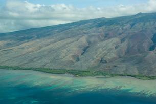Aerial of the island of Molokai, Hawaiiの写真素材 [FYI03781003]