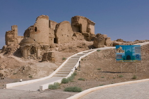 Ruin Seyit Jemalettdin Mosque, between Ashgabad and Mary, Turkmenistanの写真素材 [FYI03781004]