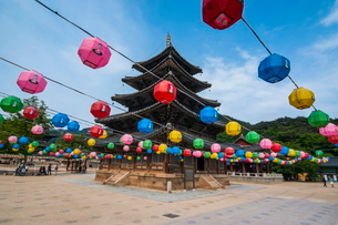 Colourful lanterns in the Beopjusa Temple Complex, South Koreaの写真素材 [FYI03781054]
