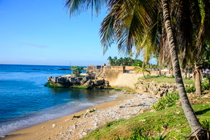 Old city walls on the coast in the old town of Santo Domingo, Dominican Republic, Caribbeanの写真素材 [FYI03781068]