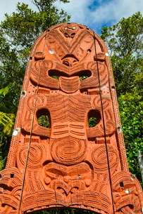 Woodecarved entrance at the Te Puia Maori Cultural Center, Rotorura, North Island, New Zealandの写真素材 [FYI03781189]