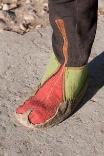 Detail of traditional boots, Paro Tsechu, Bhutanの写真素材 [FYI03781286]
