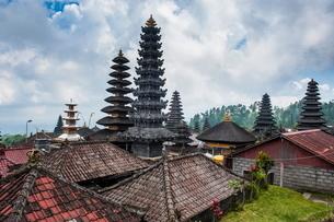 Overlook over the Pura Besakih temple complex, Bali, Indonesia, Southeast Asiaの写真素材 [FYI03781416]