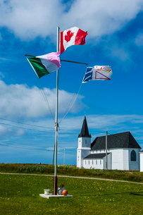 Flag pole in front of a church in Flower Cove, Newfoundlandの写真素材 [FYI03781464]