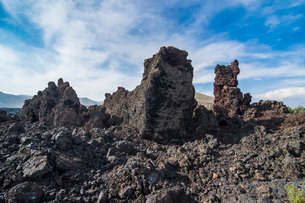 Cold lava walls in the Craters of the Moon National Park, Idaho'の写真素材 [FYI03781592]
