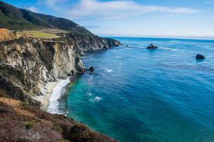 The rocky coast of the Big Sur near Bixby bridge, California, USAの写真素材 [FYI03781659]