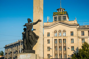Liberty Monument at Liberty Square in Chisinau capital of Moldova, Eastern Europeの写真素材 [FYI03781679]