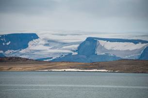 Huge glacier in Bjornsund, Svalbard, Arcticの写真素材 [FYI03781696]