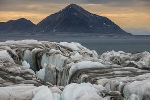 Huge glacier in Hornsund, Svalbard, Arctic, Norway, Scandinaviaの写真素材 [FYI03781712]