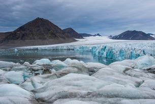 Huge glacier in Hornsund, Svalbard, Arctic, Norway, Scandinaviaの写真素材 [FYI03781714]