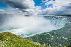 View over Horseshoe falls (Canadian Falls), Niagara Falls, Ontarioの写真素材 [FYI03781764]