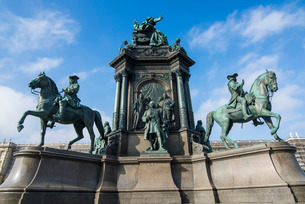 Maria-Theresa monument on Maria-Theresien-Platz in front of the Museum of Natural History, Vienna, Aの写真素材 [FYI03781787]