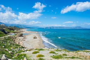 Long sandy beach of Petres, Crete, Greek Islandsの写真素材 [FYI03781965]