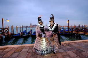 Masks and costumes at St. Mark's Squareの写真素材 [FYI03782113]