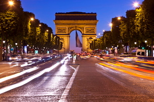 Arc de Triomphe and Champs-Elysees at night, Parisの写真素材 [FYI03782143]