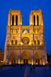 Notre Dame Cathedral at night, Parisの写真素材 [FYI03782152]