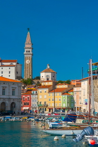 Church of St. George (Cerkev sv. Jurija) in background, Old Town Harbour, Piran, Primorska, Sloveniaの写真素材 [FYI03782251]