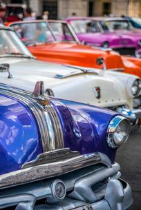 Classic 1950s American car, La Habana Vieja, Havana, Cuba, Caribbeanの写真素材 [FYI03782291]