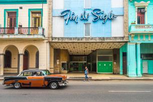 Avenida de Italia, Centro Habana, Havana, Cuba, Caribbeanの写真素材 [FYI03782298]
